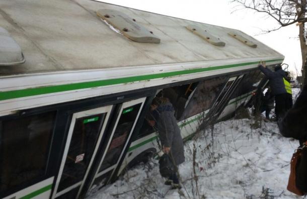 Автобус спассажирами улетел вкювет наМосковском шоссе