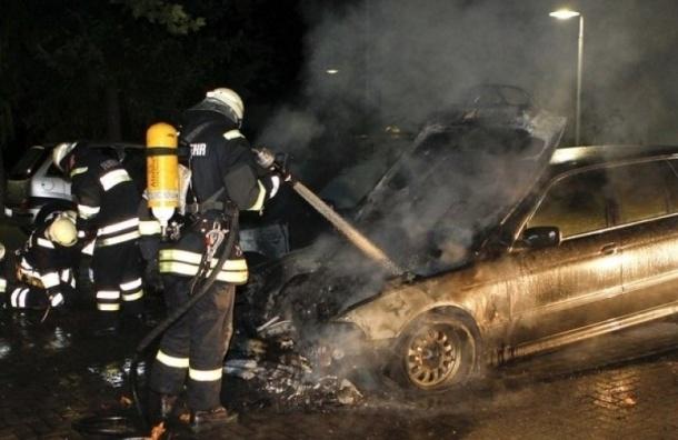 Более 80 машин пострадали при пожаре наавтосервисе