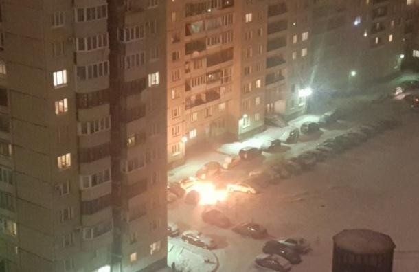Ночью наулице Звездная сгорела иномарка