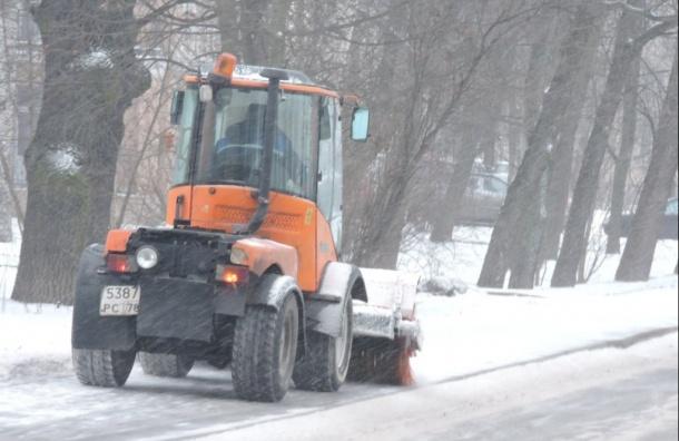 ВПетербурге продолжится снегопад, город убирают 800 машин итысяча дворников