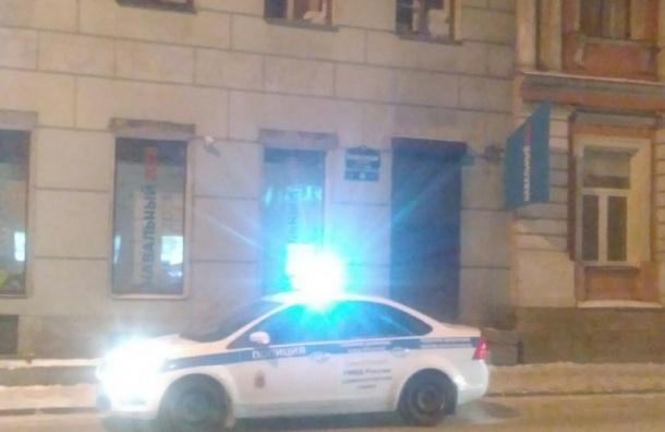 Полиция ломится впетербургский штаб Навального