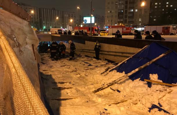Пятеро пострадали при обрушении лесов вМоскве