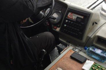 Водитель разбил стекло вмаршрутке наКоллонтай