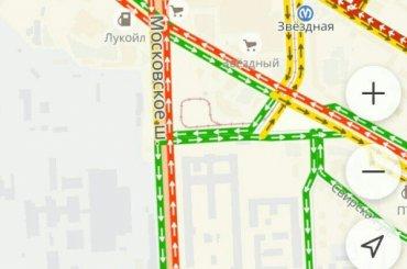 Московское шоссе стоит впробке