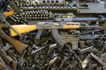 Государство купит упетербуржцев оружие