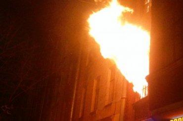 Утром вПетербурге людей эвакуировали из-за пожара