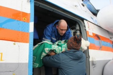 Больного ребенка доставили вПетербург вертолетом