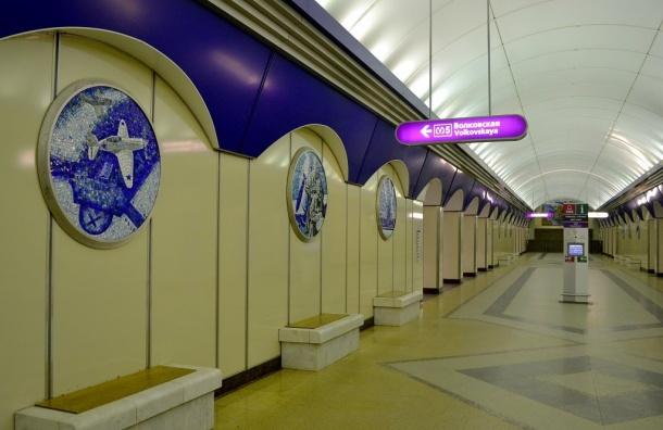 ВПетербурге станция метро «Комендантский проспект» закрыта из-за подозрительного предмета