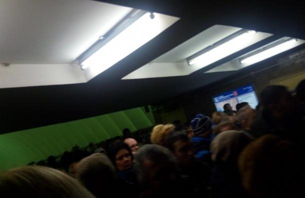 Станцию метро «Проспект Просвещения» вПетербурге открыли после проверки