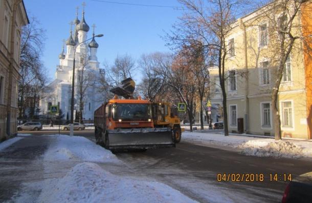 Споследствиями снегопада вПетербурге ночью боролись 920 спецмашин