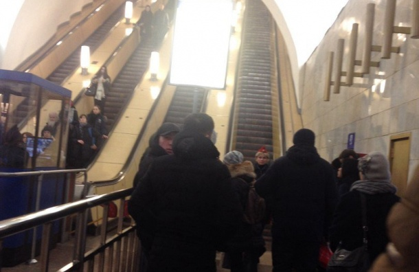 Метро «Сенная площадь» закрыта напроверку