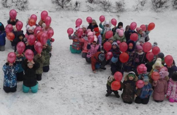 ФотКа дня: Волгограде детсадовцев поставили наколени
