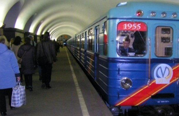 Метро Петербурга вночь на23февраля продлит работу из-за болельщиков