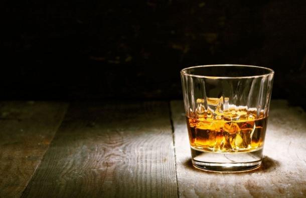 Алкоголь могут снова продавать поутрам вПетербурге