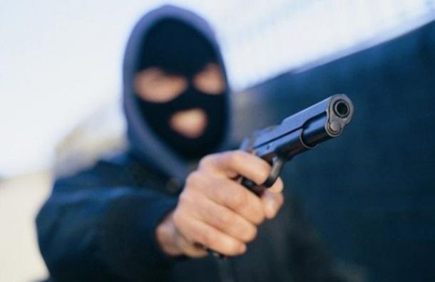 Двух таксистов ограбили засутки вПетербурге