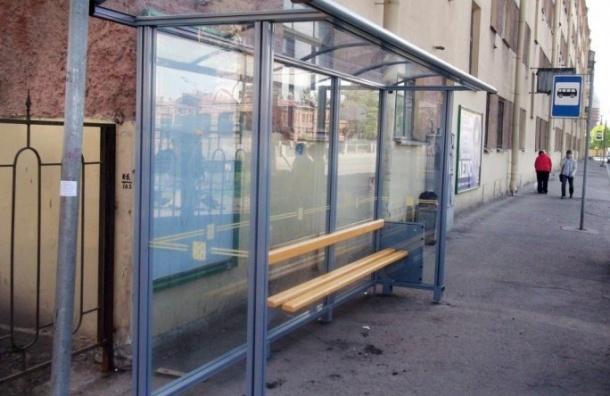 Смольный потратит наантивандальную защиту стеклянных остановочных павильонов 3,5 млн руб.