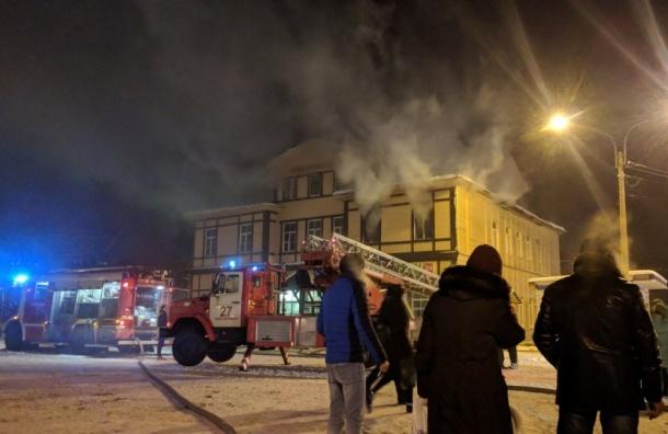 Клубы дыма обволокли вокзал вСестрорецке
