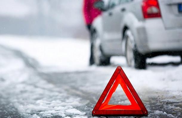 Число ДТП вПетербурге выросло практически  вдвое  из-за снегопадов