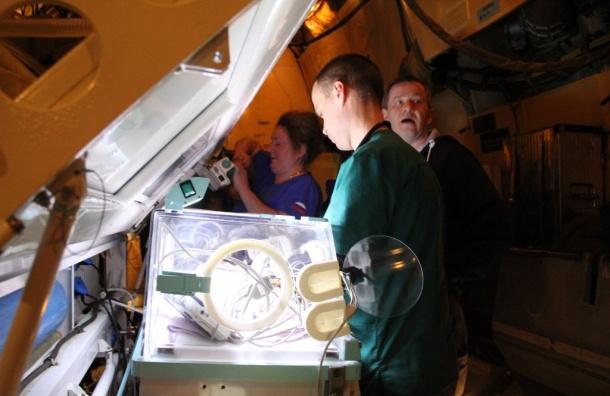 МЧС доставило тяжелобольных детей вПетербург