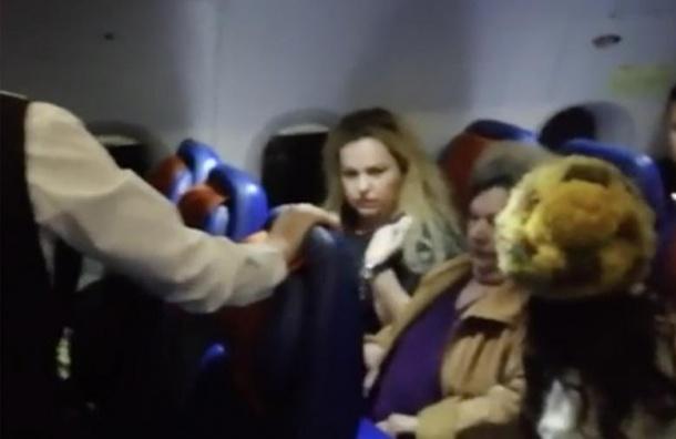 «Жена депутата» устроила дебош всамолете