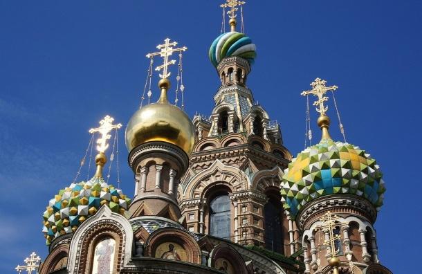 Туристы выбирают Петербург на8Марта