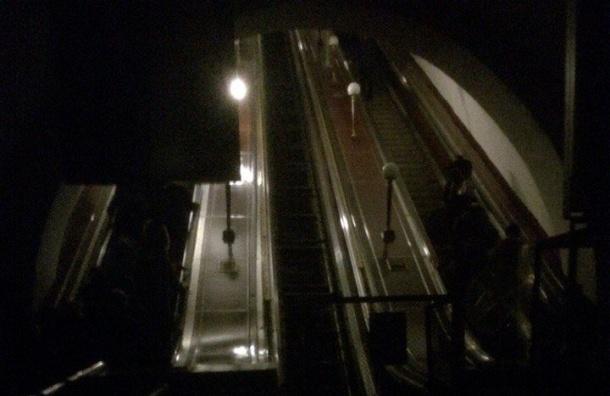«Что-то взорвалось врайоне ТЭЦ»: вПетербурге пропал свет в 3-х районах