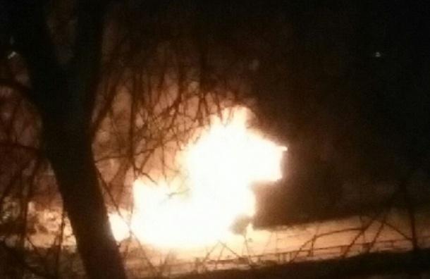 Автомобиль полыхал наПулковском шоссе