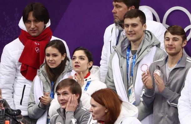 Российские фигуристы взяли серебряную медаль вкомандном турнире