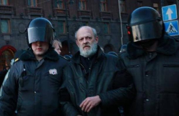 Труп оппозиционера нашли впарадной дома вПетербурге