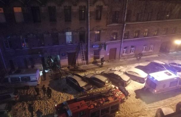 Пожарные тушили дом в Угловом переулке