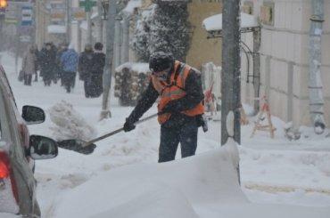 Смольный недоволен уборкой снега вцентре Петербурга