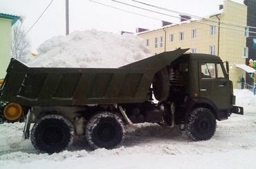 Военные ЗВО убирают снег вМоскве