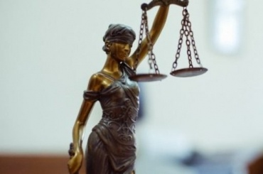 Суд оправдал полицейских, пристегнувших нарушителя кскамье
