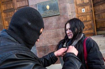«Весна» провела вПетербурге акцию против пыток антифашистов