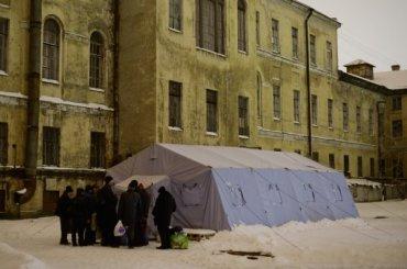 Бездомных Петербурга всильные морозы согреют соцработники
