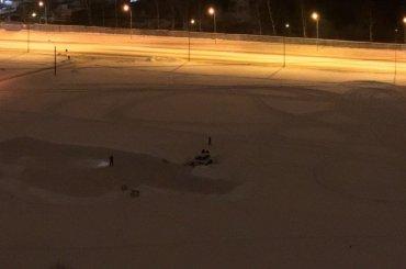 Машина ушла под лед наМаршала Блюхера