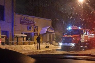 Пожарные тушат кафе наулице Жукова