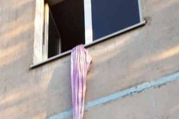 Желавший отметить 23февраля школьник выпрыгнул изокна своей квартиры