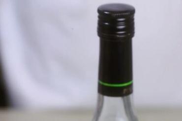 Желая сэкономить, покупатель залпом осилил бутылку водки