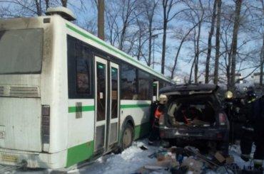 Пассажирский автобус попал ваварию наМосковском шоссе