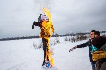 Чучело «ненастоящих выборов» сожгли вПетербурге