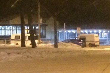 Очевидцы: вокзал вНовом Петергофе заминировали