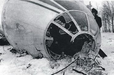Военные почтили память погибших при крушении Ту-104 под Пушкином