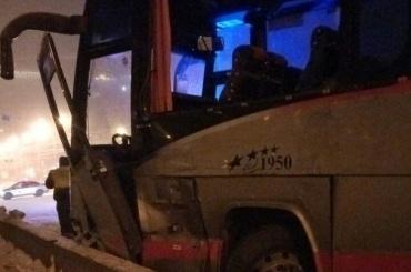 Бетономешалка столкнулась савтобусом наЕгипетском мосту