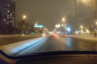 Водители жалуются на«тонны реагентов» вПетербурге