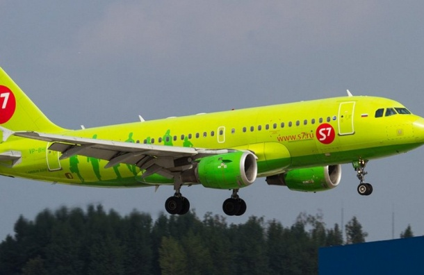 Пассажир устроил дебош нарейсе Петербург-Новосибирск