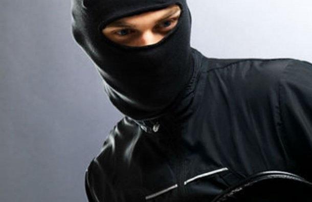 ВПетербурге задень ограбили два салона связи