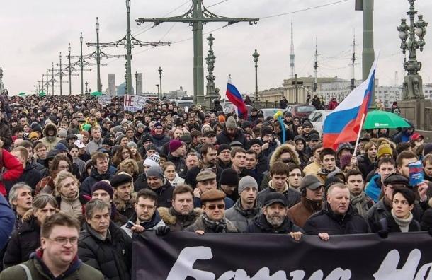 Смольный неразрешил марш памяти Немцова вцентре города