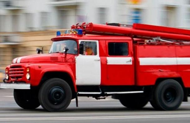 Пожарные спасли 12 человек изгорящего общежития вУшаках