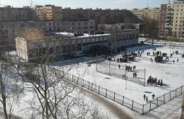 Эвакуированы ученики школы вКрасносельском районе